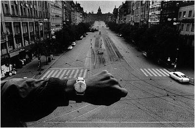 Koudelka 1968 - Prag, Vaclavske Namesti
