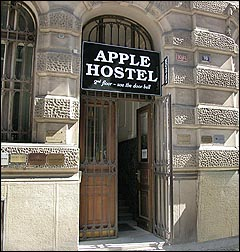 hostel-apple-i-prag-indgang