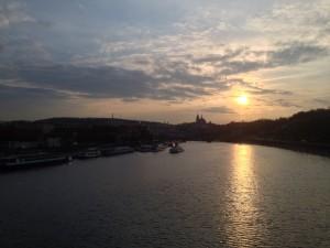 Prag moldau solnedgang