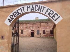 theresienstadt_arbeit-macht-frei